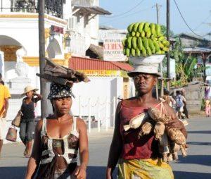 Women in Bricaville_Toamasina_Madagascar_RZ_27112012_JPG